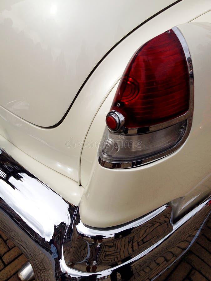 Hörn som skjutas av en bil fotografering för bildbyråer