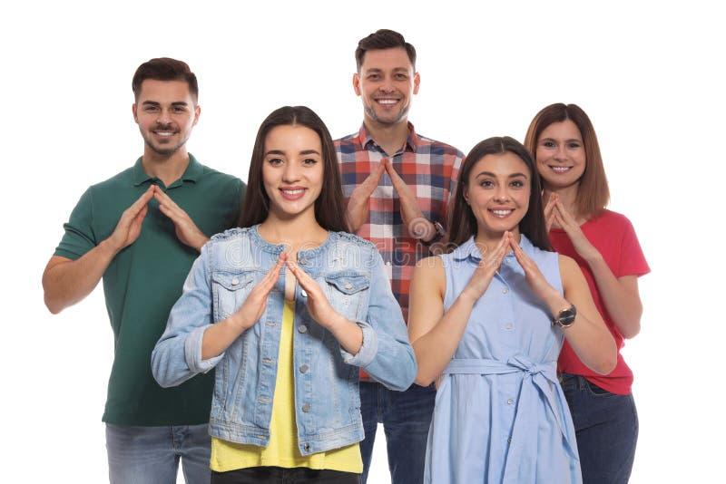 Hörselskadat folk som visar ordet HUS på teckenspråk fotografering för bildbyråer