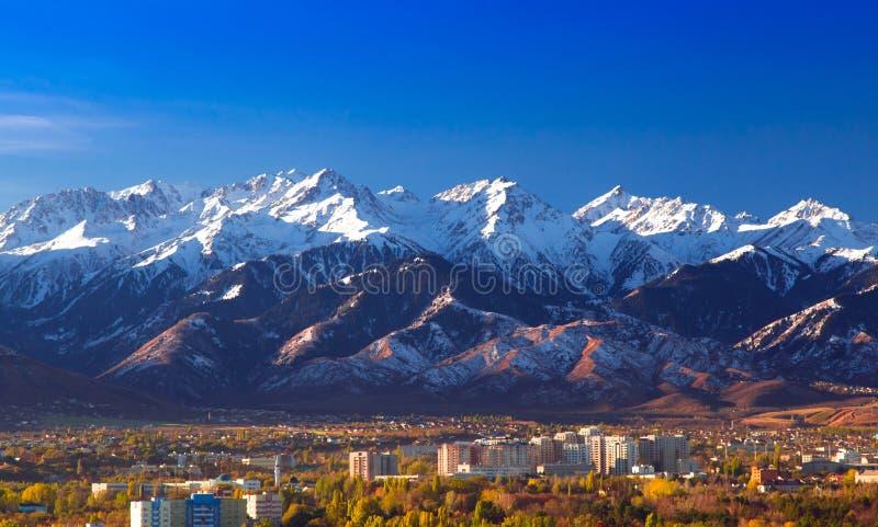 Höst i Almaty fotografering för bildbyråer