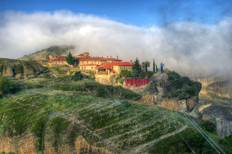 Höst i Meteora, Grekland - helig Treenighet för kloster arkivfoton