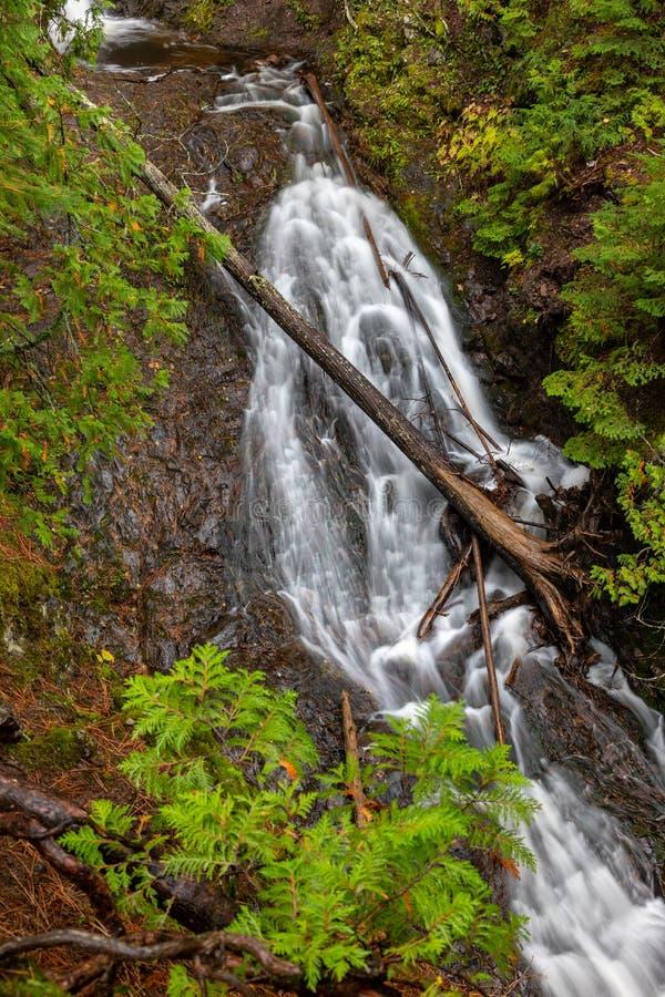Höst på övreJacobs Falls i övrehalvön av Michigan, arkivfoton
