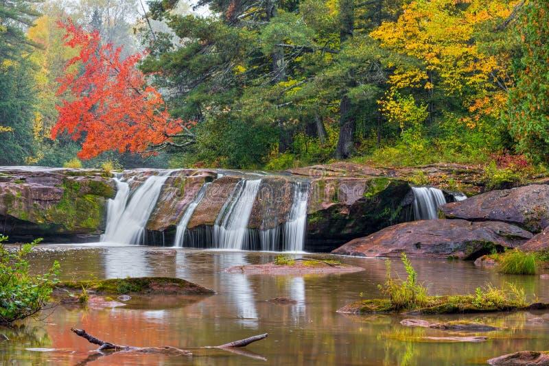 Höst på övrenollan Kun de Kun Falls royaltyfri fotografi