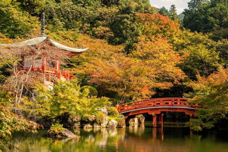 Höst på daigojitemplet med färgrikt arkivbild