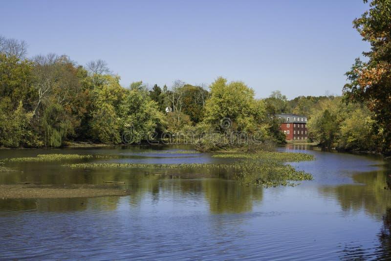 Höst på Delaware och den horisontalRaritan kanalen - royaltyfria foton