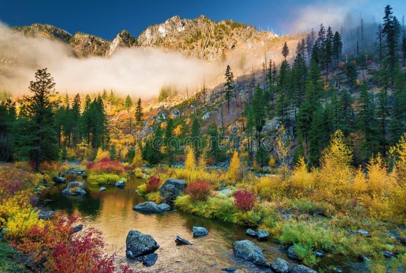 Höst på den Wenatchee floden, Washington State arkivfoton
