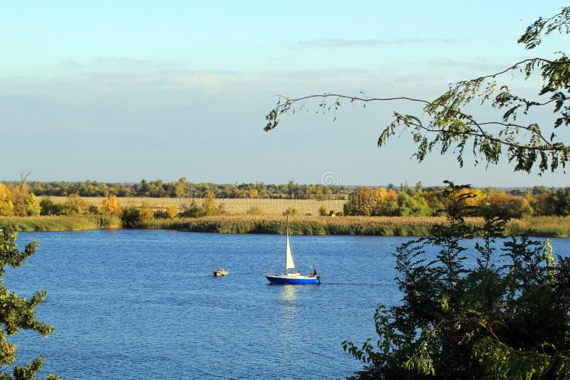 Höst på floden Dnieper arkivfoto