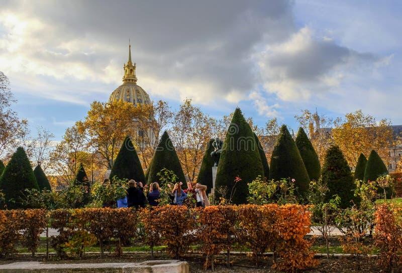 höst paris Trädgård på Rodin Museum i Paris france royaltyfri fotografi