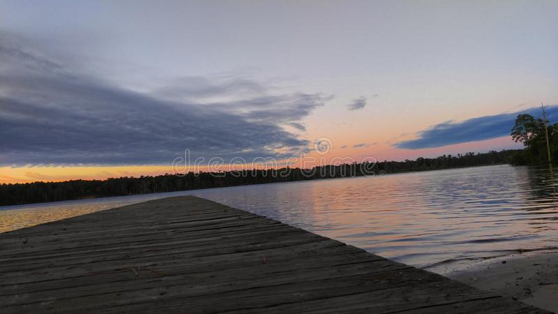 Höst soluppgång på floden royaltyfri fotografi