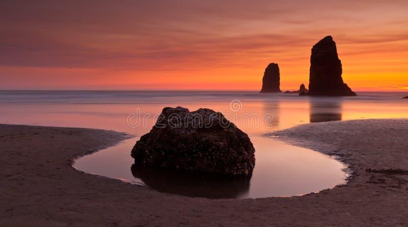 Download Höstacken vaggar arkivfoto. Bild av kust, horisont, rock - 37344044