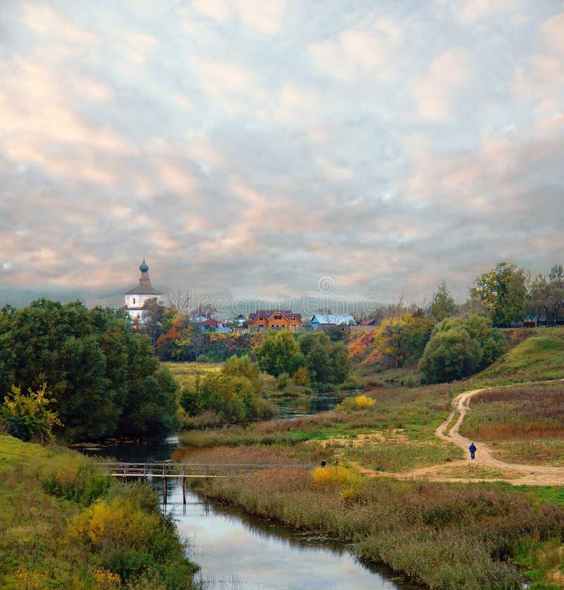 Höstafton i Ryssland Skönheten av den tidiga hösten royaltyfri bild