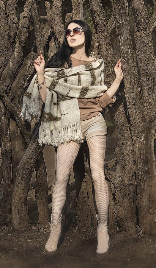 hösten beklär kvinnan Skytte för modemodell royaltyfri foto