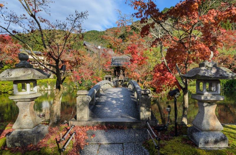 Hösten färgar på Eikando eller den Zenrin-ji templet i Kyoto, Japan royaltyfri fotografi