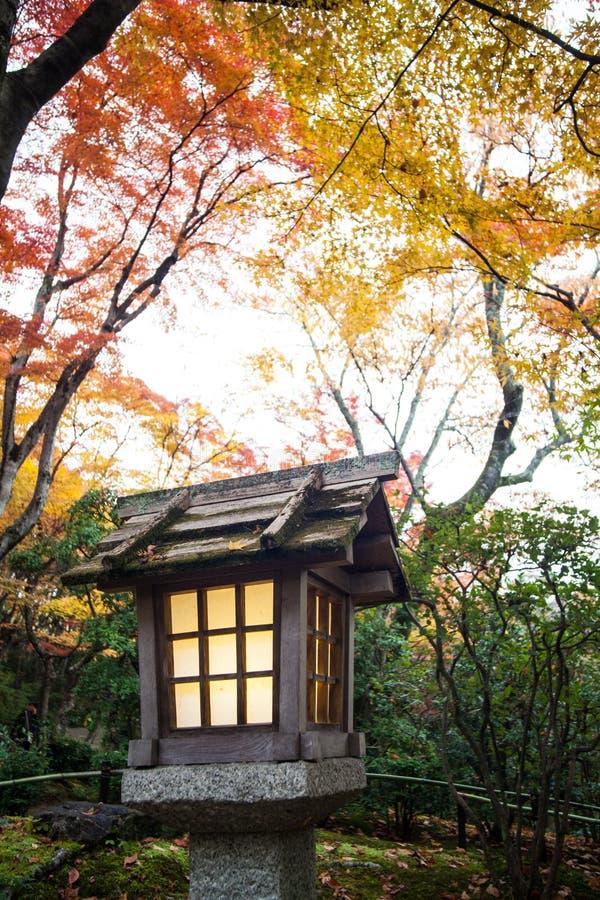 Hösten i den Jojakko-ji templet, Kyoto, Japan arkivbilder