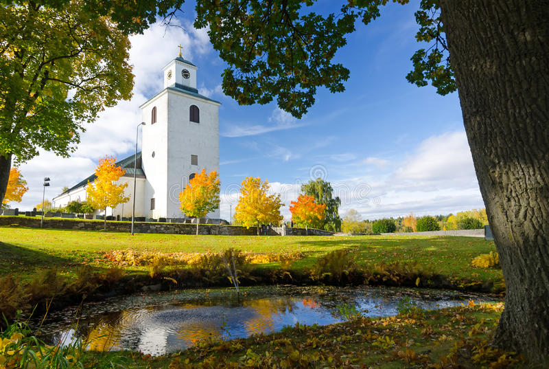 Hösten i kyrka parkerar arkivbilder