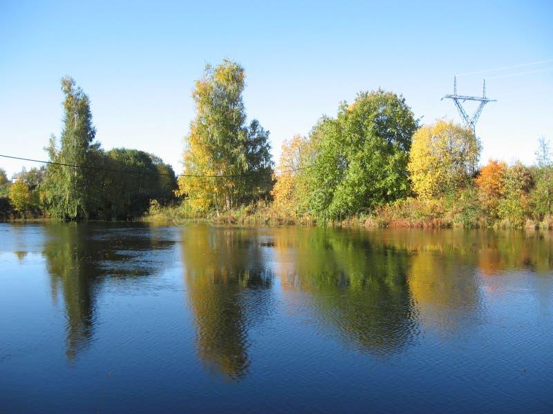 hösten lines strömlandskap arkivbilder