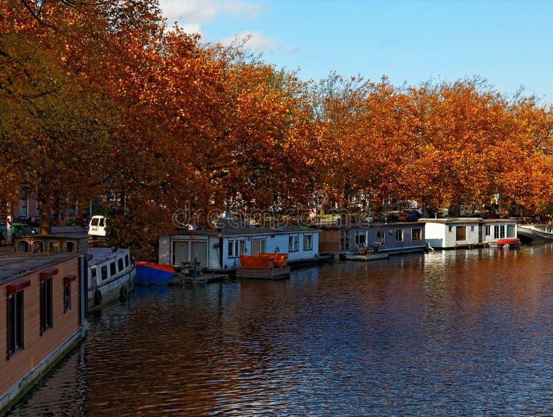 Höstkanal i Amsterdam arkivbilder