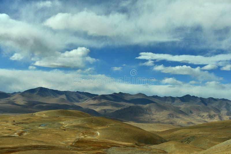 Höstlandskap av Pamirs royaltyfri fotografi