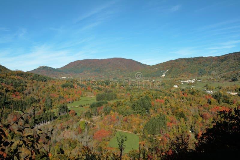 Höstlandskap i Pyrenees, Frankrike royaltyfria foton