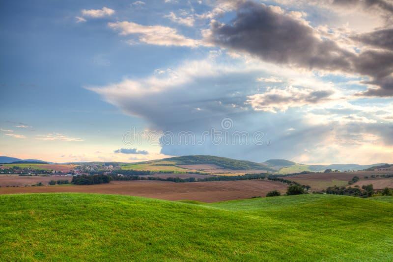 Höstlandskap nära en golfbana - HDR bild royaltyfria foton