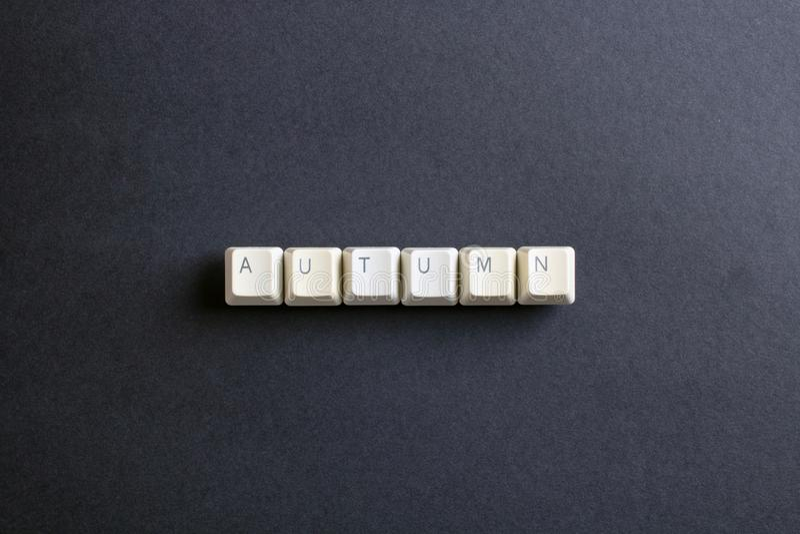 Höstordet är skriftligt med knappen för datortangenter Lekmanna- sikt för lägenhet arkivfoto
