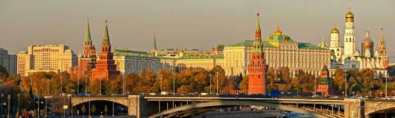 Höstpanorama av MoskvaKreml royaltyfri fotografi