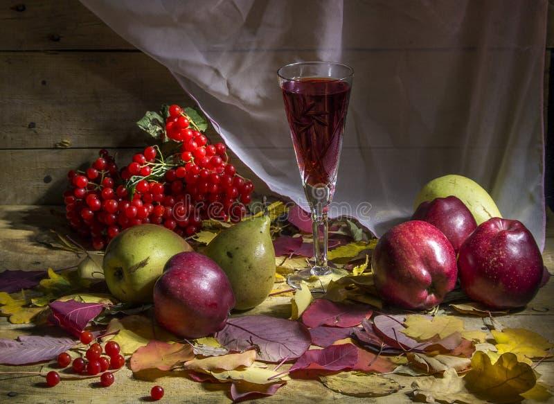 Höststilleben med frukter arkivbilder