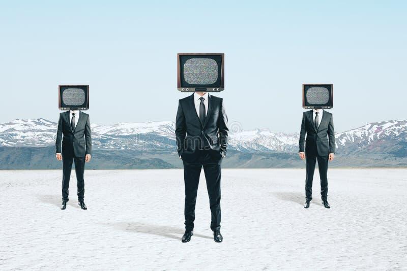 Hövdade affärsmän för TV royaltyfri bild
