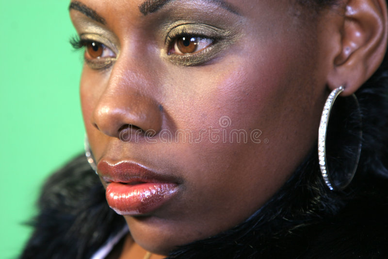 Hübsche African-Americanfrau lizenzfreie stockfotos