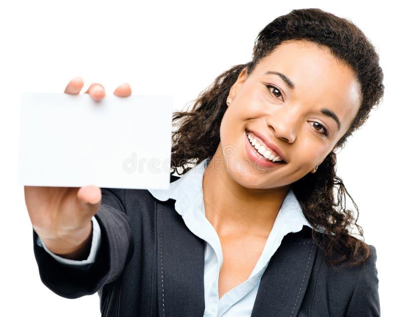 Hübsche Afroamerikaner-Geschäftsfrau, die Plakat lokalisiertes O hält stockfotografie
