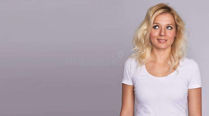 Blondine mit Sommersprossen