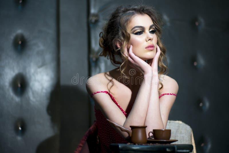 Hübsche Frau lizenzfreie stockfotos