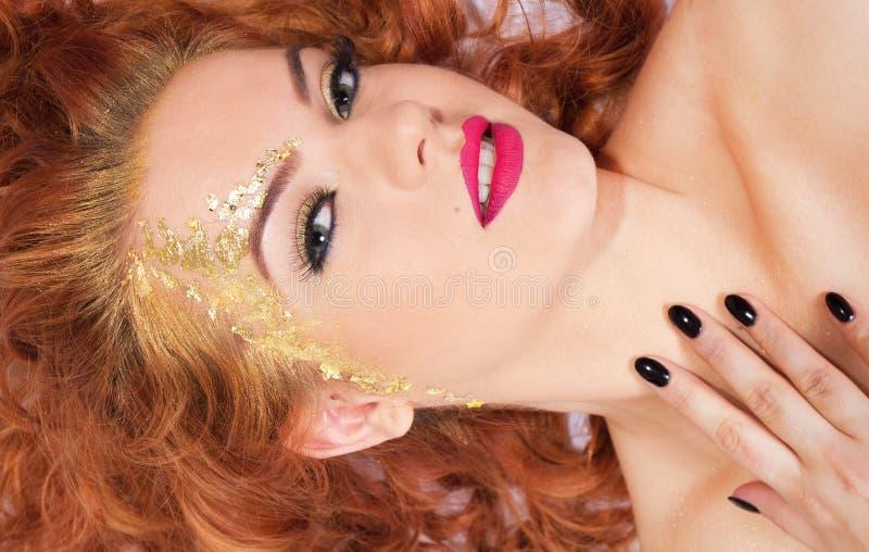 Hübsche Frau des Zaubers stockbild