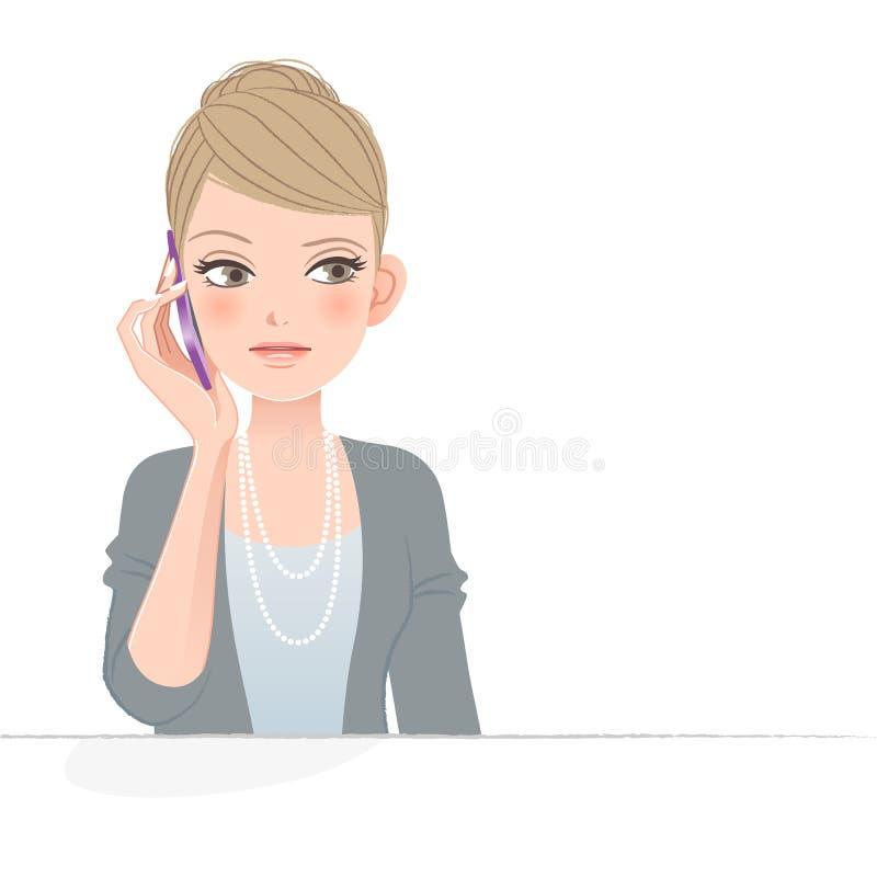 Hübsche Frau, die am Telefon die Stirn runzelt lizenzfreie abbildung