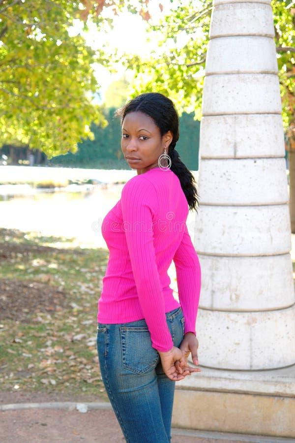 Hübsche Frau mit dünnem Körper lizenzfreie stockbilder