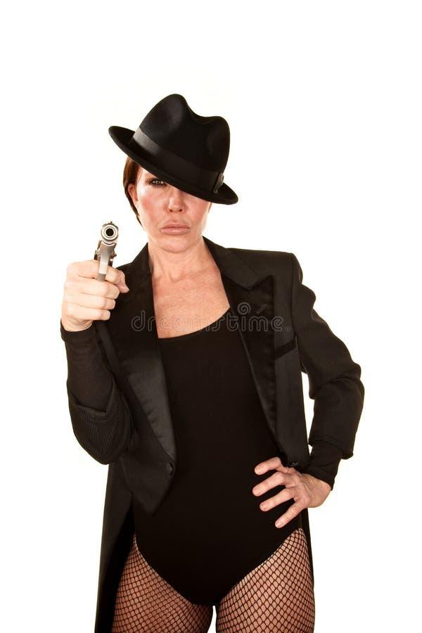 Hübsche Frau mit Pistole lizenzfreies stockbild