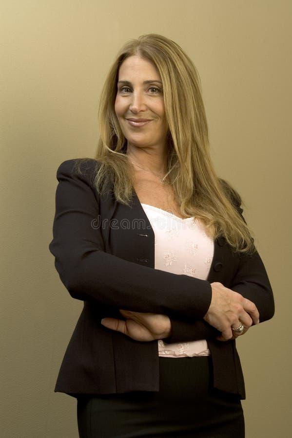 Hübsche Geschäftsfrau lizenzfreie stockfotos