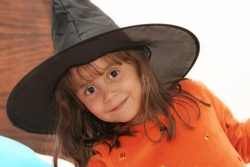 Hübsche Halloween-Hexe stockbild