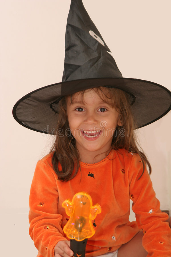 Hübsche Halloween-Hexe stockbilder