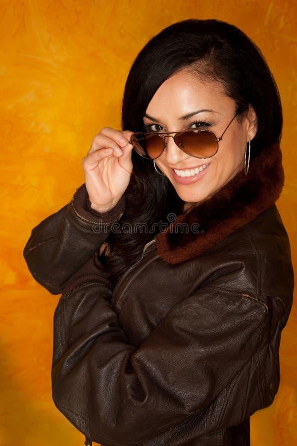 Hübsche Latina-Frau lizenzfreie stockbilder