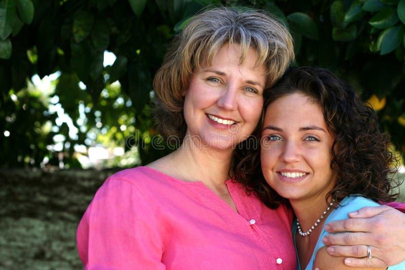 Hübsche Mutter und Tochter stockfotos