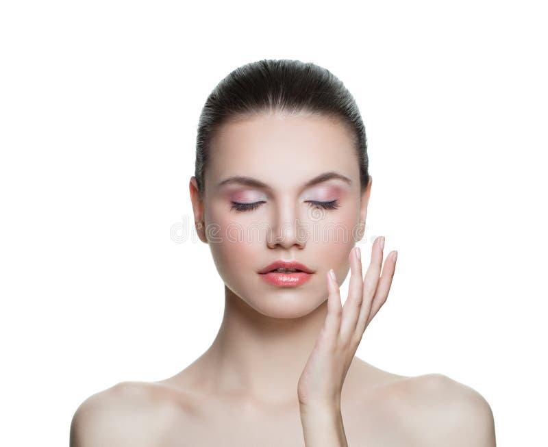Hübsche vorbildliche Frau mit der klaren Haut lokalisiert Skincare und Gesichtsbehandlungs-Konzept lizenzfreie stockfotografie
