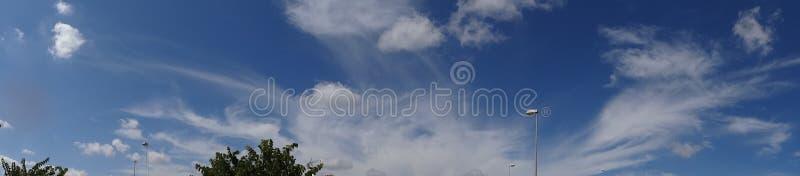 Hübsche Wolken lizenzfreie stockfotografie