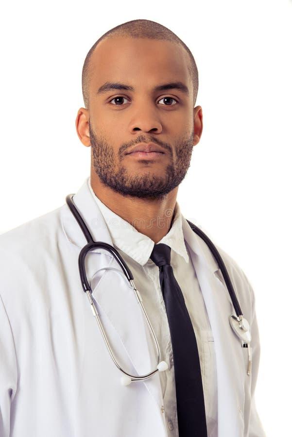 Hübscher afroer-amerikanisch Doktor stockfotos