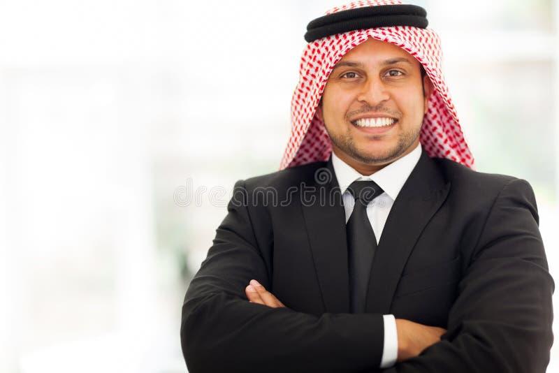 Hübscher arabischer Geschäftsmann lizenzfreies stockbild