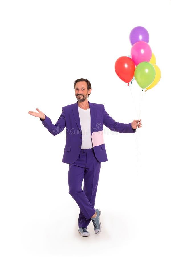 Hübscher Clown mit Ballonen lizenzfreies stockfoto