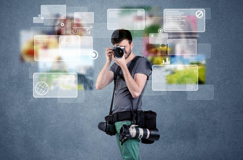 Hübscher Fotograf mit Kamera stock abbildung