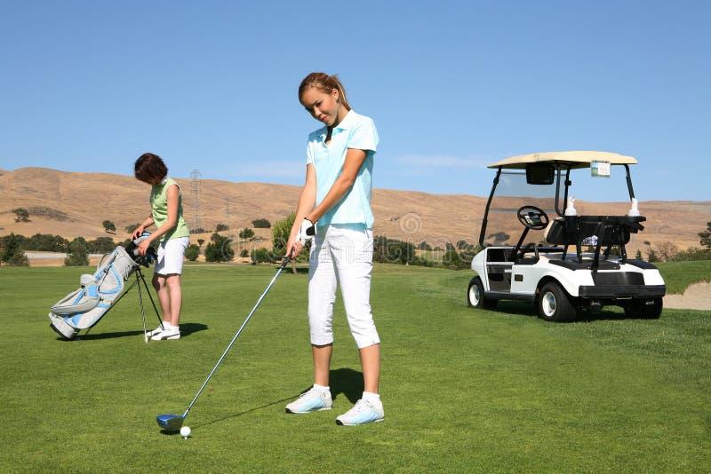 Hübscher Frauen-Golfspieler lizenzfreie stockfotografie