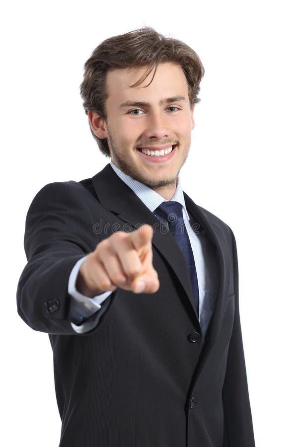 Hübscher Geschäftsmann, der auf Sie auf Kamera zeigt stockfotografie