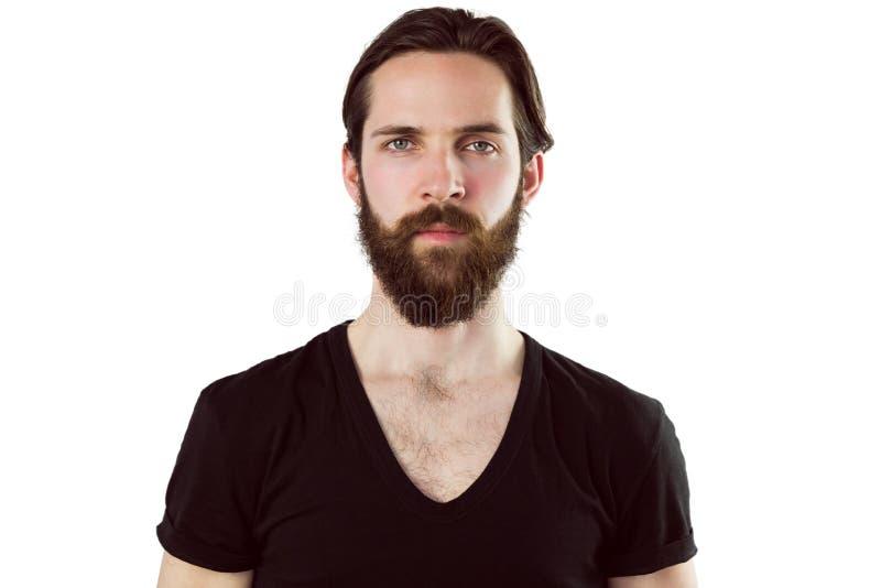 Hübscher Hippie, der an der Kamera die Stirn runzelt stockbild