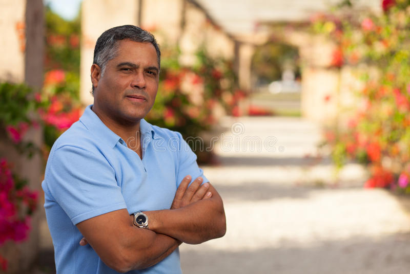 Hübscher hispanischer Mann stockbilder
